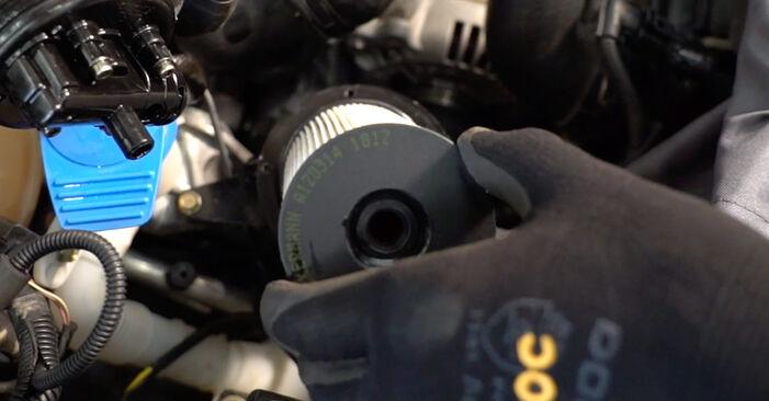 VW TOURAN 2.0 TDI Filtre à Carburant remplacement: guides en ligne et tutoriels vidéo