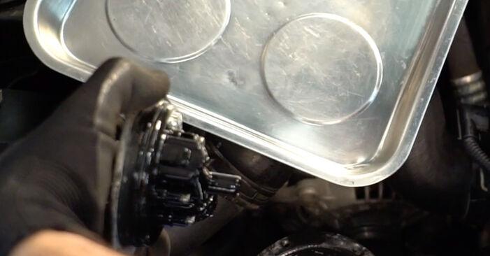 Kraftstofffilter am VW TOURAN (1T1, 1T2) 1.6 2008 wechseln – Laden Sie sich PDF-Handbücher und Videoanleitungen herunter