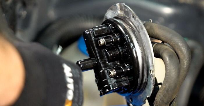 VW TOURAN 2010 Filtre à Carburant manuel de remplacement étape par étape
