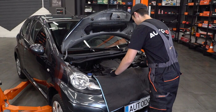 How to replace TOYOTA AYGO (WNB1_, KGB1_) 1 2006 Air Filter - step-by-step manuals and video guides