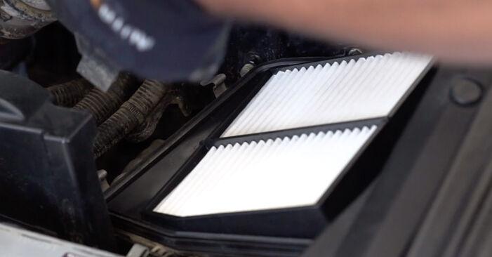 Wie schwer ist es, selbst zu reparieren: Luftfilter Honda Accord VIII CU 2.2 i-DTEC (CU3) 2014 Tausch - Downloaden Sie sich illustrierte Anleitungen