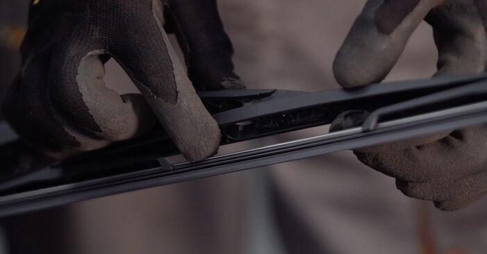Changer Essuie-Glaces sur OPEL Corsa C 3/5 portes (X01) 1.2 Twinport (F08, F68) 2003 par vous-même