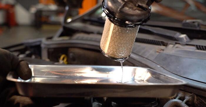 Kraftstofffilter Ihres Opel Corsa C 1.4 Twinport (F08, F68) 2008 selbst Wechsel - Gratis Tutorial