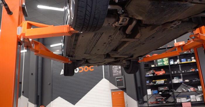 Смяна на Маслен филтър на Audi A4 B6 Avant 2000 1.9 TDI самостоятелно