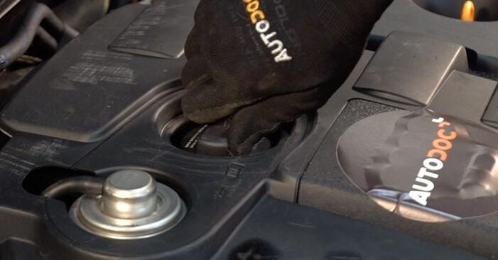 Как се сменя Маслен филтър на AUDI A4 Avant (8E5, B6) 1.8 T 2003 самостоятелно