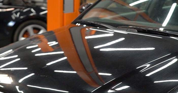 AUDI A4 2.5 TDI quattro Kraftstofffilter ausbauen: Anweisungen und Video-Tutorials online