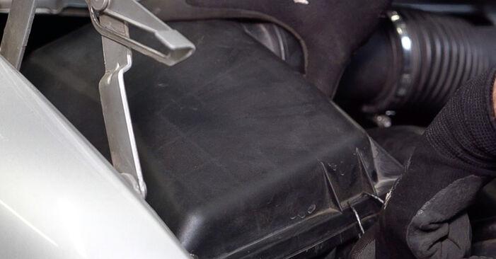 Zweckdienliche Tipps zum Austausch von Luftfilter beim MERCEDES-BENZ VITO Bus (638) 110 TD 2.3 (638.174) 2002