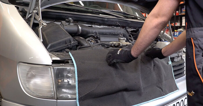 Changing Air Filter on MERCEDES-BENZ VITO Bus (638) 110 CDI 2.2 (638.194) 1999 by yourself