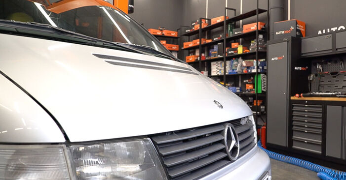 How to remove MERCEDES-BENZ VITO 108 D 2.3 (638.164) 2000 Air Filter - online easy-to-follow instructions