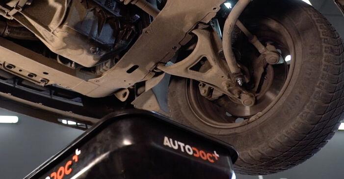 Wie schwer ist es, selbst zu reparieren: Ölfilter Renault Clio 2 1.6 16V 2004 Tausch - Downloaden Sie sich illustrierte Anleitungen