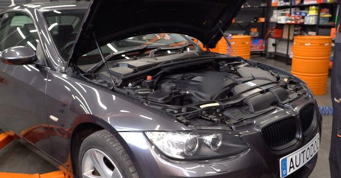 Cómo cambiar Filtro de Aire en un BMW E92 2006 - Manuales en PDF y en video gratuitos