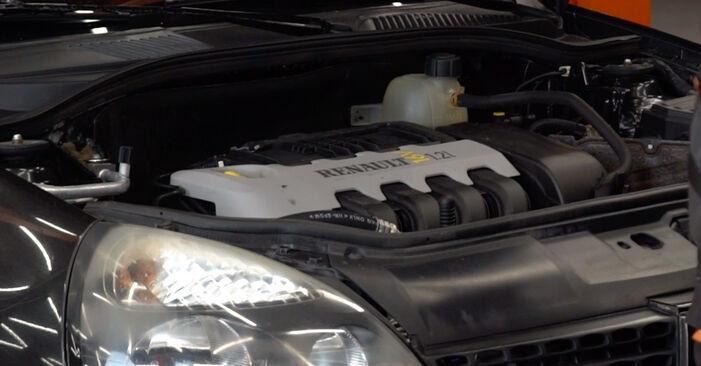 Wie man Zündkerzen am Renault Clio 2 1998 ersetzt - Kostenfreie PDF- und Videotipps