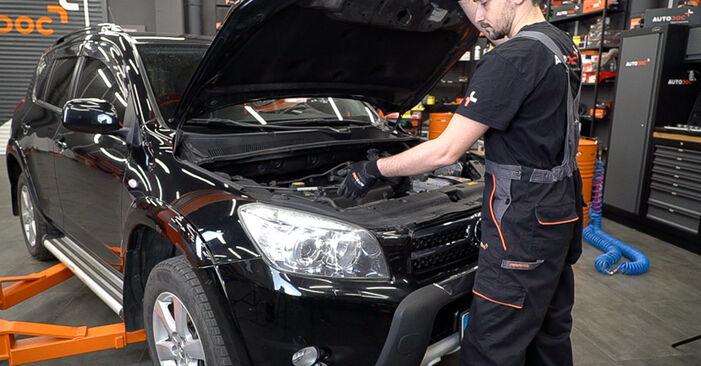 Kuinka vaihtaa Ilmansuodatin Toyota RAV4 III 2005 -autoon - ilmaiset PDF- ja video-oppaat