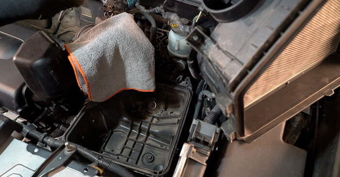 Need to know how to renew Air Filter on TOYOTA RAV4 ? This free workshop manual will help you to do it yourself