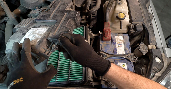 Changing Air Filter on TOYOTA LAND CRUISER (KDJ12_, GRJ12_) 4.0 (GRJ12) 2005 by yourself