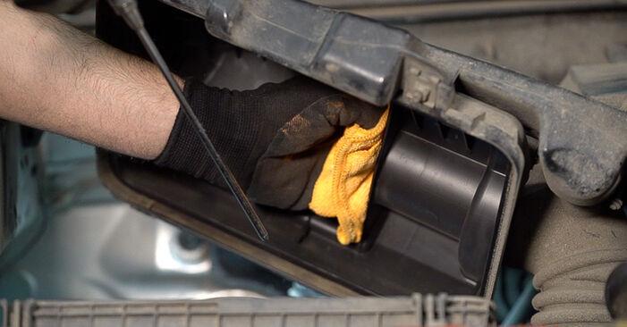 Wie schwer ist es, selbst zu reparieren: Luftfilter Toyota Prado J120 3.0 D 2008 Tausch - Downloaden Sie sich illustrierte Anleitungen