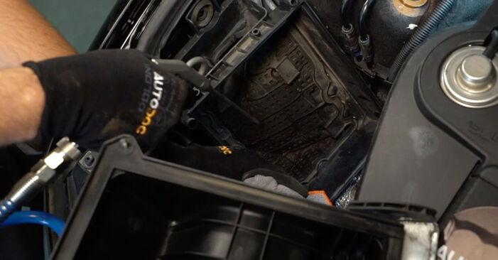 Austauschen Anleitung Luftfilter am Audi A4 B6 Avant 2000 1.9 TDI selbst