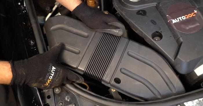 Wechseln Luftfilter am AUDI A4 Avant (8E5, B6) 1.8 T 2003 selber