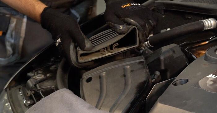Luftfilter Audi A4 B6 Avant 1.9 TDI quattro 2002 wechseln: Kostenlose Reparaturhandbücher