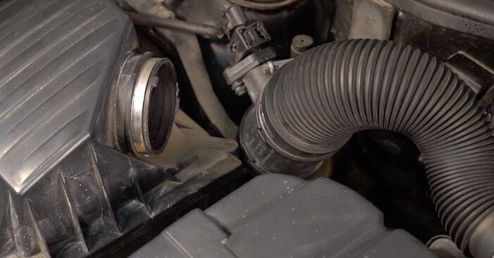 Modifica Filtro Aria su OPEL Corsa C Hatchback (X01) 1.2 Twinport (F08, F68) 2003 da solo