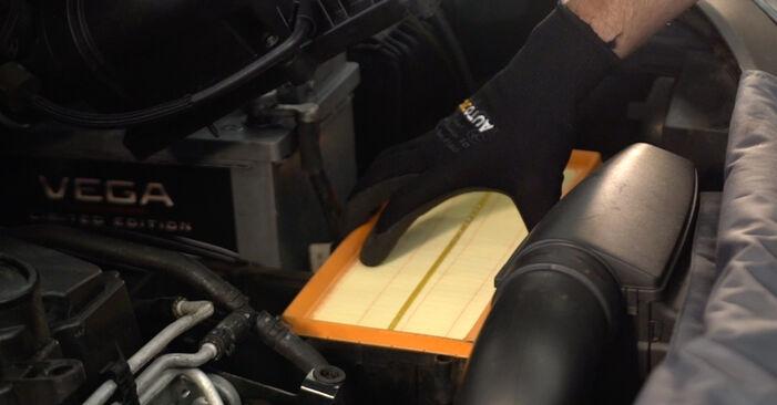 Jak dlouho trvá výměna: Vzduchovy filtr na autě Touran 1t1 1t2 2003 - informační PDF návod