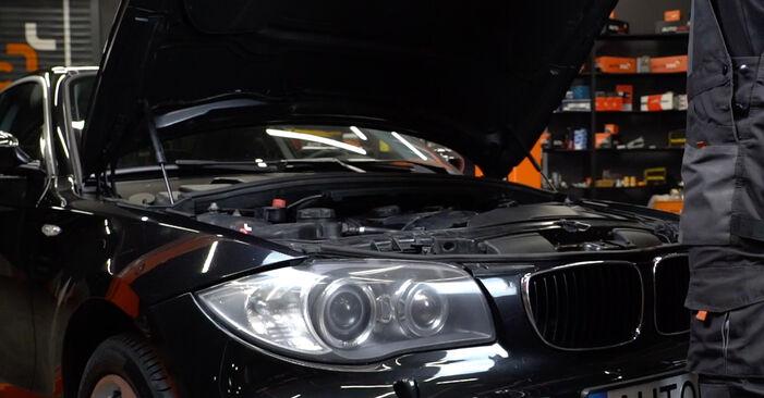 Kā nomainīt Gaisa filtrs BMW E82 2006 - bezmaksas PDF un video rokasgrāmatas