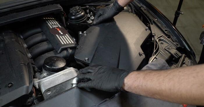 1 Coupe (E82) 125i 3.0 2011 123d 2.0 Luftfilter - Handbuch zum Wechsel und der Reparatur eigenständig