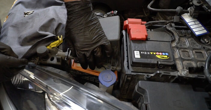 FORD FIESTA 1.4 TDCi Air Filter replacement: online guides and video tutorials
