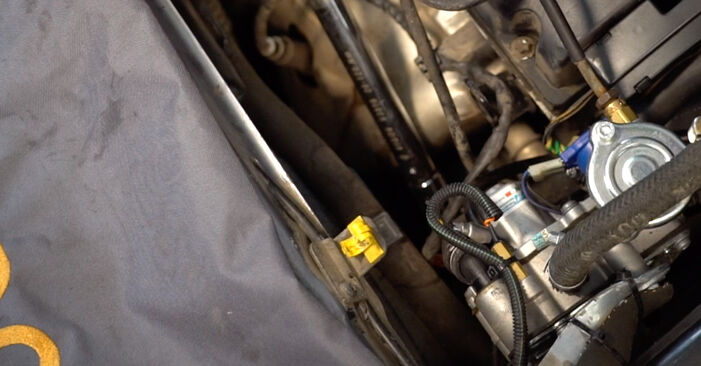 Kiek užtrunka keitimas: Opel Zafira B 2013 Alyvos filtras - informatyvi PDF instrukcija