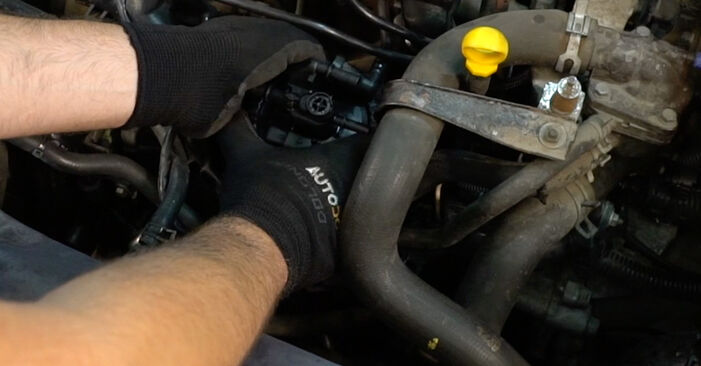 How to change Fuel Filter on Citroen Xsara Picasso 1997 - free PDF and video manuals