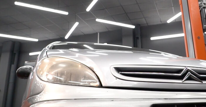 Kraftstofffilter Ihres Citroen Xsara Picasso 1.8 16V 2005 selbst Wechsel - Gratis Tutorial