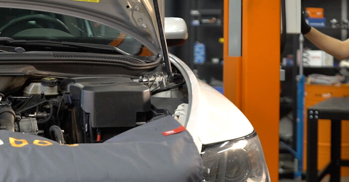 Schritt-für-Schritt-Anleitung zum selbstständigen Wechsel von Volvo v50 mw 2006 1.8 FlexFuel Ölfilter