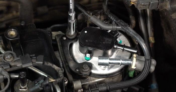 Byt Bränslefilter på Volvo v50 mw 2003 2.0 D på egen hand