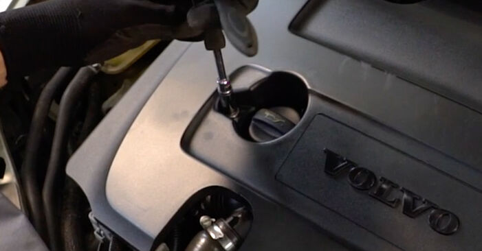 Så byter du VOLVO V50 (545) 2.0 D 2004 Bränslefilter – manualer och videoguider att följa steg för steg