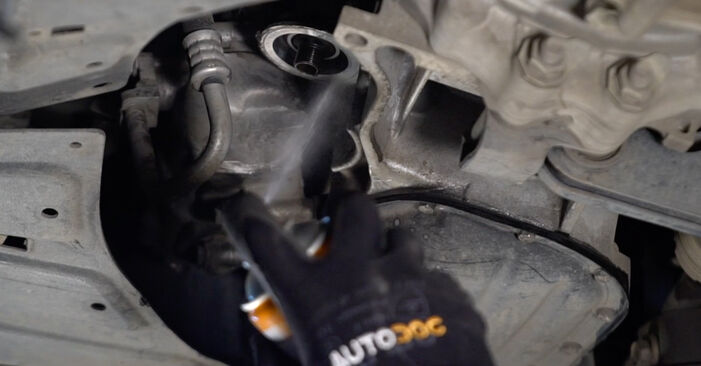 PRIUS Liftback (NHW20_) 1.5 (NHW2_) 2001 1.5 Hybrid (NHW2_) Ölfilter - Handbuch zum Wechsel und der Reparatur eigenständig