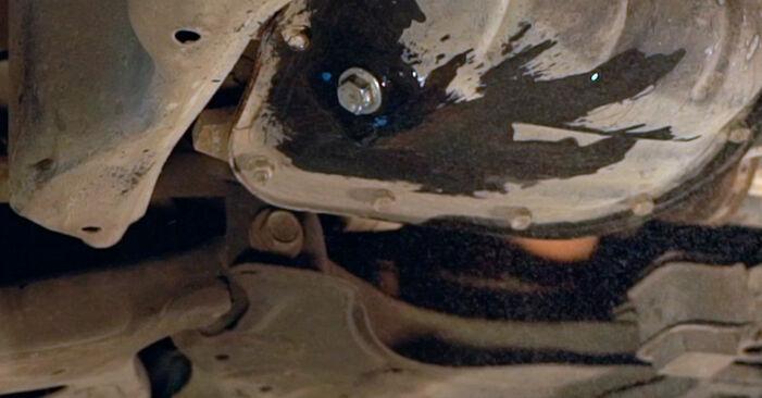 Wie Ölfilter TOYOTA PRIUS Liftback (NHW20_) 1.5 Hybrid (NHW2_) 2001 austauschen - Schrittweise Handbücher und Videoanleitungen