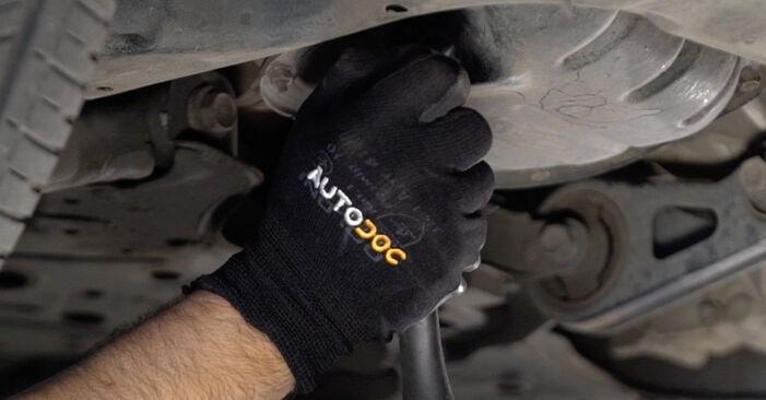 Wie schwer ist es, selbst zu reparieren: Ölfilter Toyota Prius 2 1.5 (NHW2_) 2001 Tausch - Downloaden Sie sich illustrierte Anleitungen