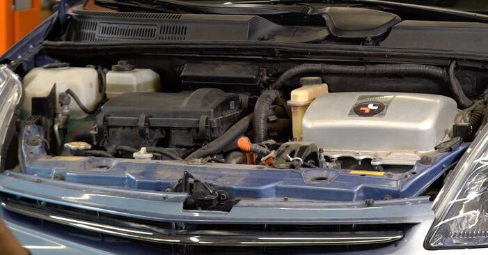 Wie Zündkerzen Toyota Prius 2 1.5 (NHW2_) 2000 tauschen - Kostenlose PDF- und Videoanleitungen