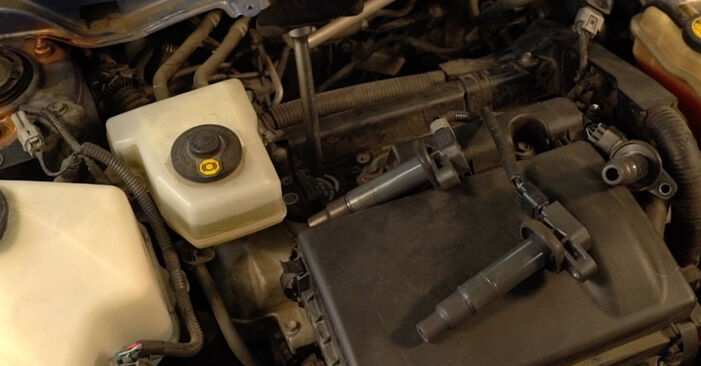 Zündkerzen Toyota Prius 2 1.5 (NHW2_) 2002 wechseln: Kostenlose Reparaturhandbücher