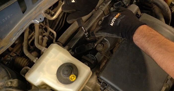 Wie schwer ist es, selbst zu reparieren: Zündkerzen Toyota Prius 2 1.5 (NHW2_) 2001 Tausch - Downloaden Sie sich illustrierte Anleitungen