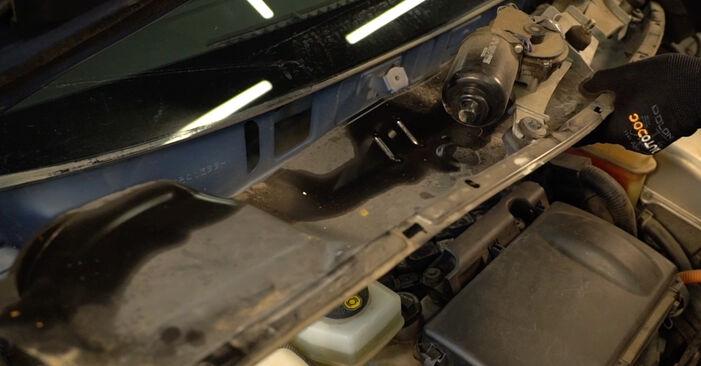 Zündkerzen beim TOYOTA PRIUS 1.5 Hybrid (NHW2_) 2002 selber erneuern - DIY-Manual