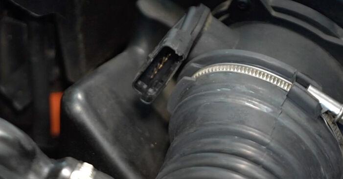 Wechseln Luftfilter am VOLVO V50 (545) 2.4 2006 selber
