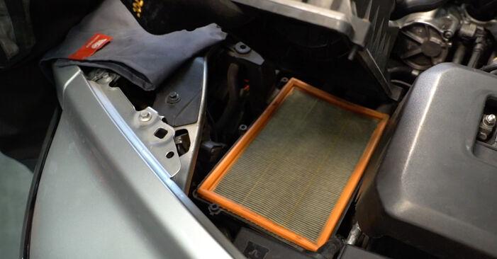 Wie VOLVO V50 1.8 FlexFuel 2007 Luftfilter ausbauen - Einfach zu verstehende Anleitungen online