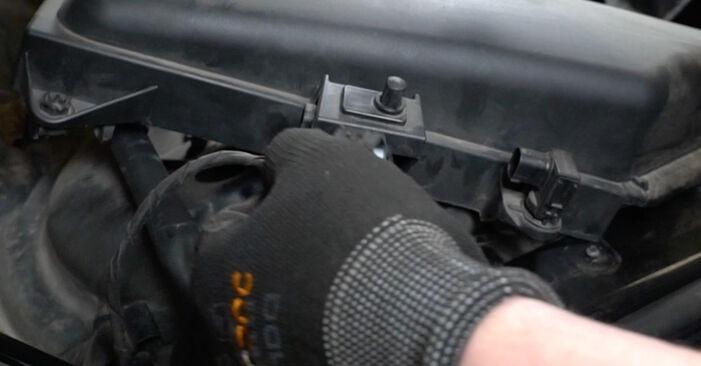 Byt 5 Sedan (E60) 525d 3.0 2002 Luftfilter – gör det själv med verkstadsmanual