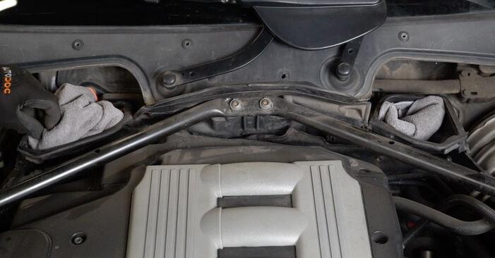 Hur byta Luftfilter på BMW E60 2001 – gratis PDF- och videomanualer