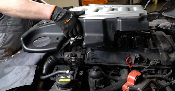 Wie BMW 5 SERIES 525d 3.0 2005 Luftfilter ausbauen - Einfach zu verstehende Anleitungen online