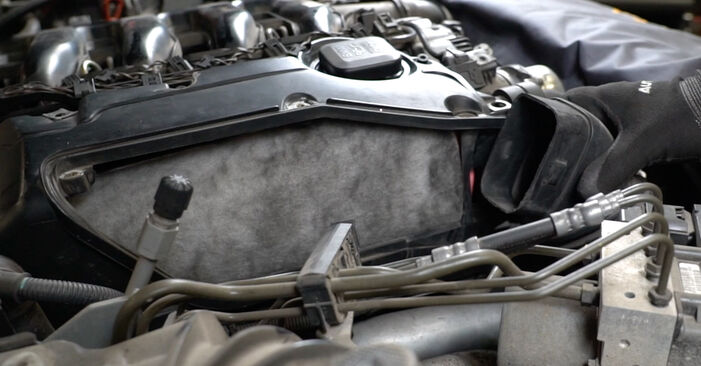 Så svårt är det att göra själv: Byt Luftfilter på BMW E60 530i 3.0 2007 – ladda ned illustrerad guide