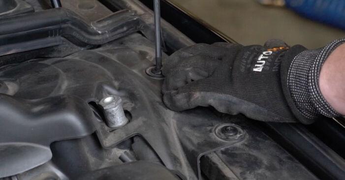 Luftfilter BMW E60 520d 2.0 2003 wechseln: Kostenlose Reparaturhandbücher