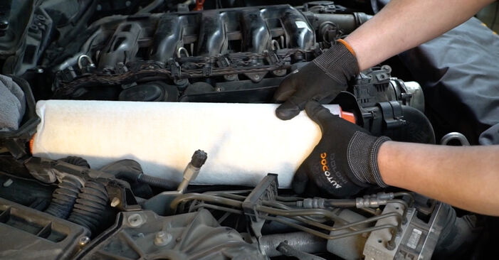 Wie Luftfilter BMW 5 Limousine (E60) 525d 2.5 2002 austauschen - Schrittweise Handbücher und Videoanleitungen