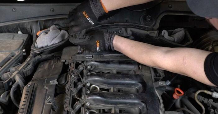 Byt BMW 5 SERIES 525d 2.5 Luftfilter: guider och videoinstruktioner online